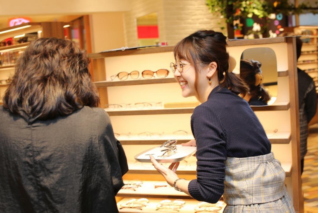 月額定額制でメガネの交換に対応する「ニナル」提供イメージ