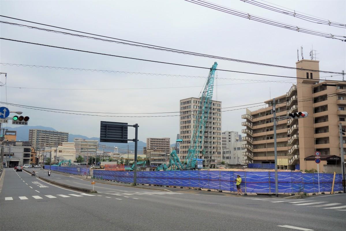 「ケーズデンキ広島本店(仮称)」が出店を予定する日本通運広島支店の西蟹屋ターミナル跡では解体工事が進む