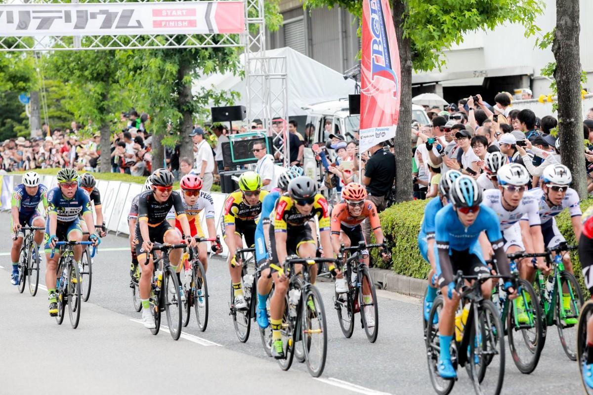商工センターで2018年に初開催した自転車ロードレース「広島クリテリウム」の様子