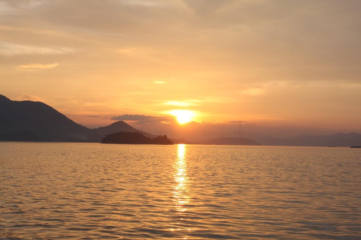 瀬戸内海の夕日を満喫できる「瀬戸田サンセットビーチ」が会場