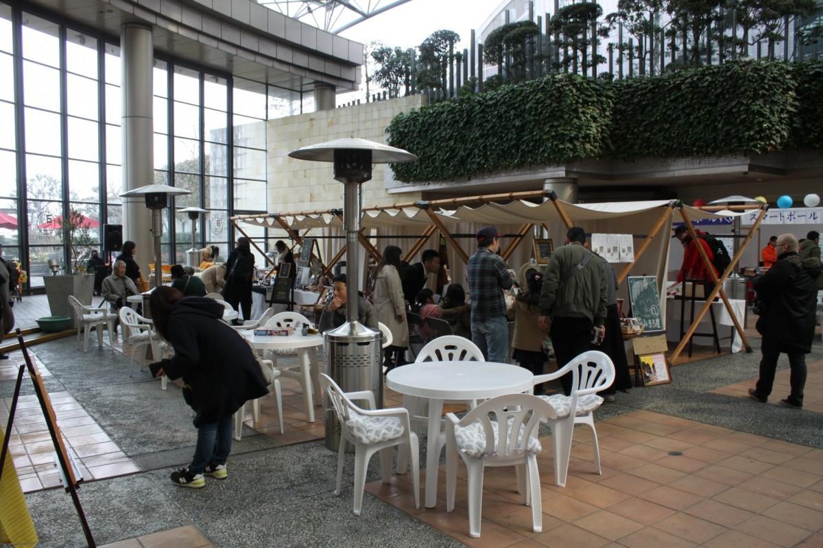 「基町クレド・パセーラ」で開く、音楽と酒を楽しむ屋外イベント会場
