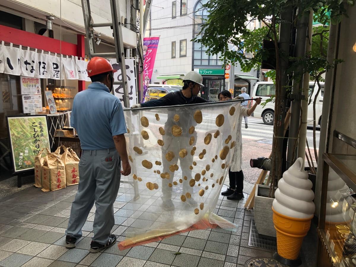 横川で今年7回目となるアートプロジェクト「横川商店街劇場2019」準備の様子