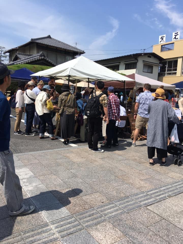 今年5月に宮島口で開いたマルシェの様子