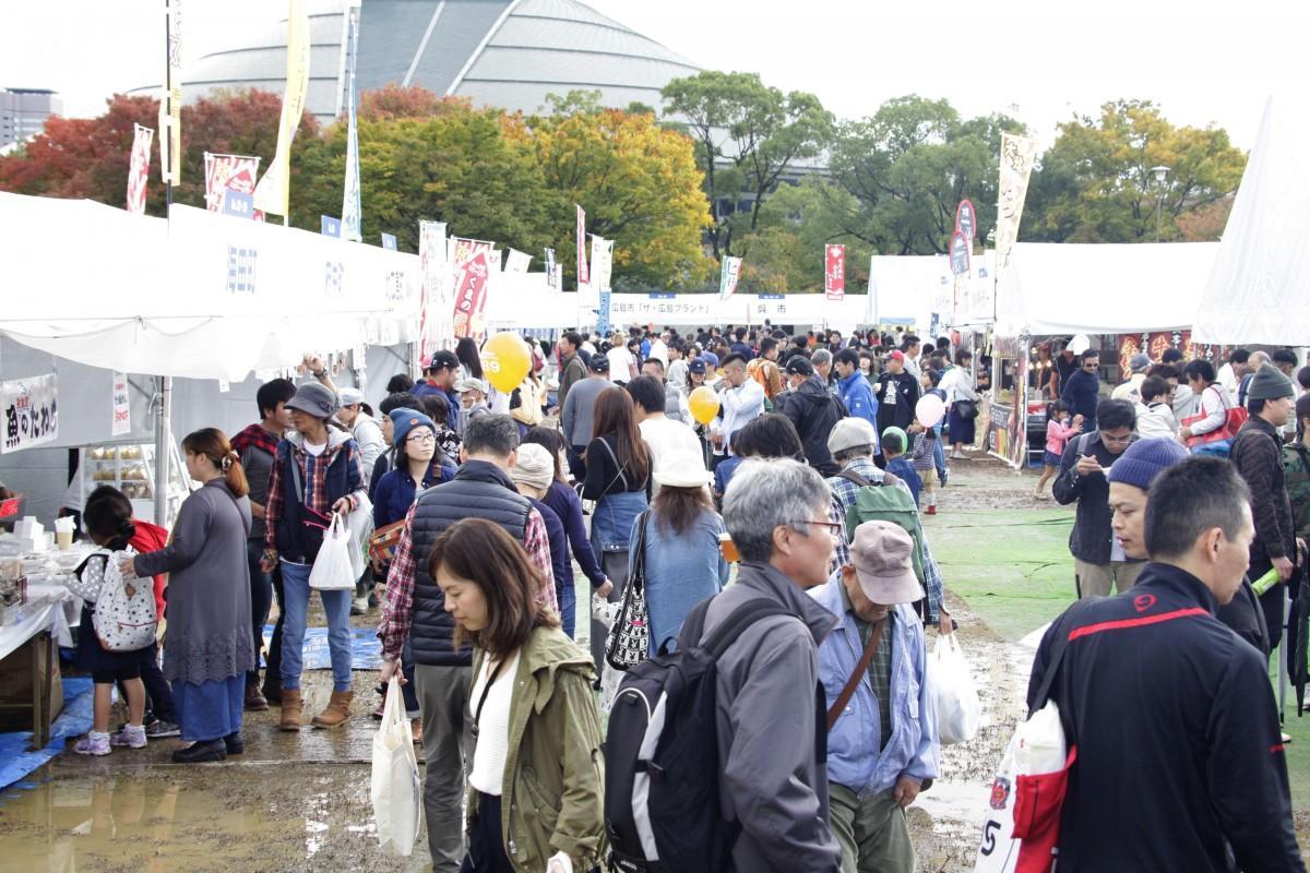 今年で15回目を迎えるひろしまフードフェスティバル」。地産地消をテーマに広島県内の海の幸、山の幸などを一堂に集める