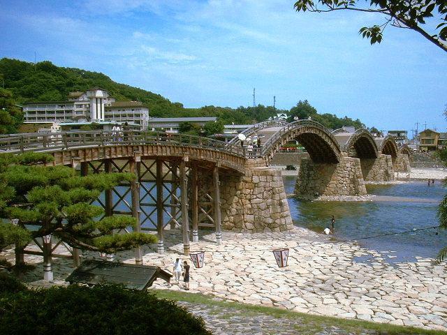 日本三名橋「錦帯橋」の渡橋