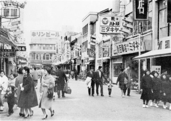 本通り商店街から見た当時の「キリンビヤホール」。現在の広島パルコ本館が建つ場所に位置する。