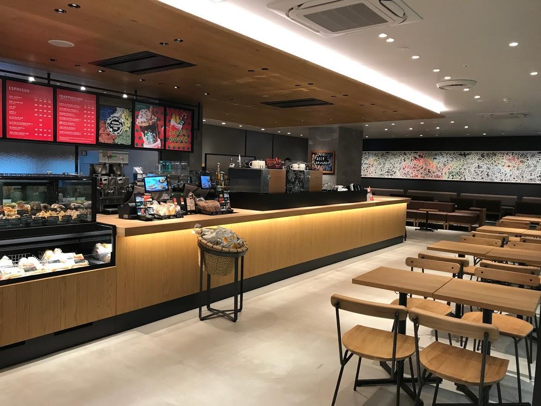アイランドキッチンが特徴的な「スターバックスコーヒー広島三越」店内