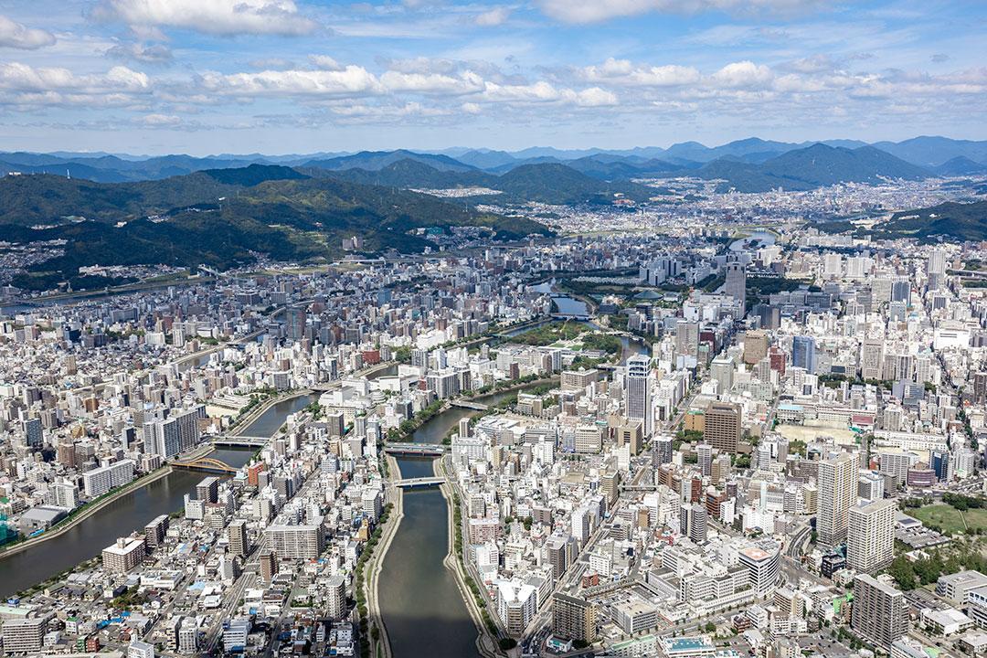 ヘリコプターから見た広島市内上空の様子