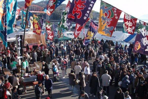 1月26日から2月まで広島県内でカキ祭りが始まる。写真は、「音戸かき祭り」の様子。