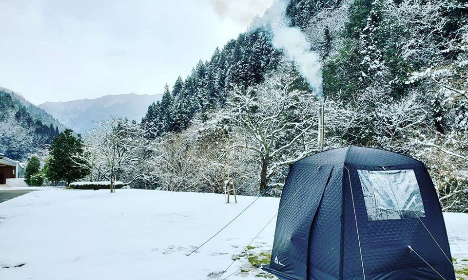 積雪があった2月18日に行ったテントサウナ試運転の様子