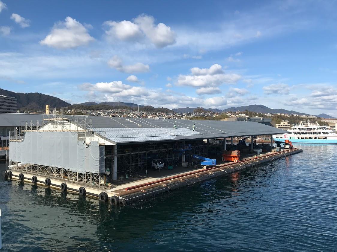 宮島口に新しくオープンする旅客ターミナルのフェリー乗り場。1月上旬に撮影。