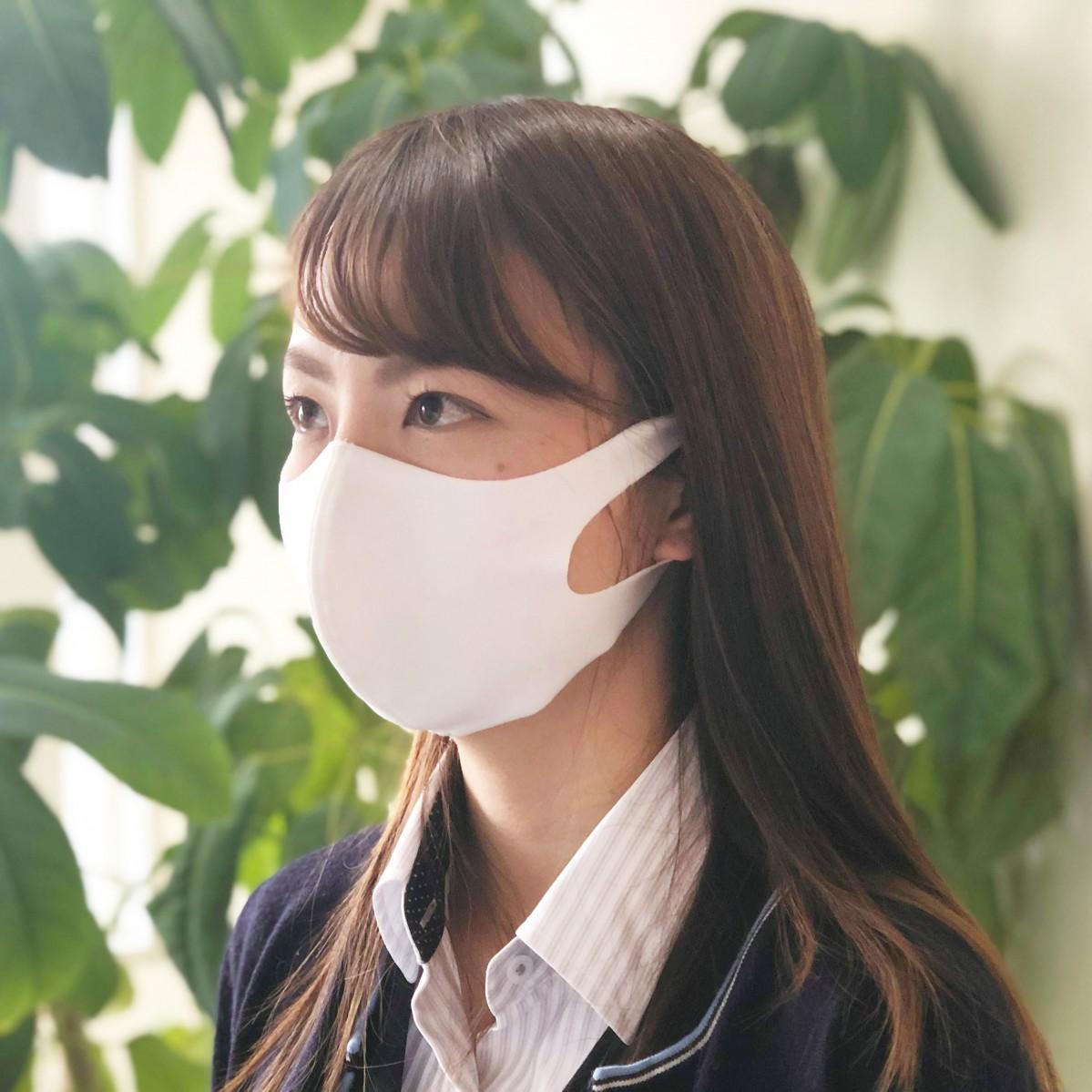 TAKUMIBAが作った「洗える超伸縮フィットマスク」着用イメージ。16日には数万枚を用意したが、4月発送分まで完売した。