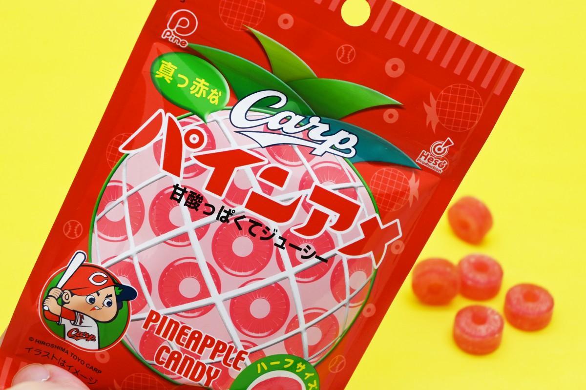 輪切りのパイナップルをイメージしたキャンディー「パインアメ」が赤色に