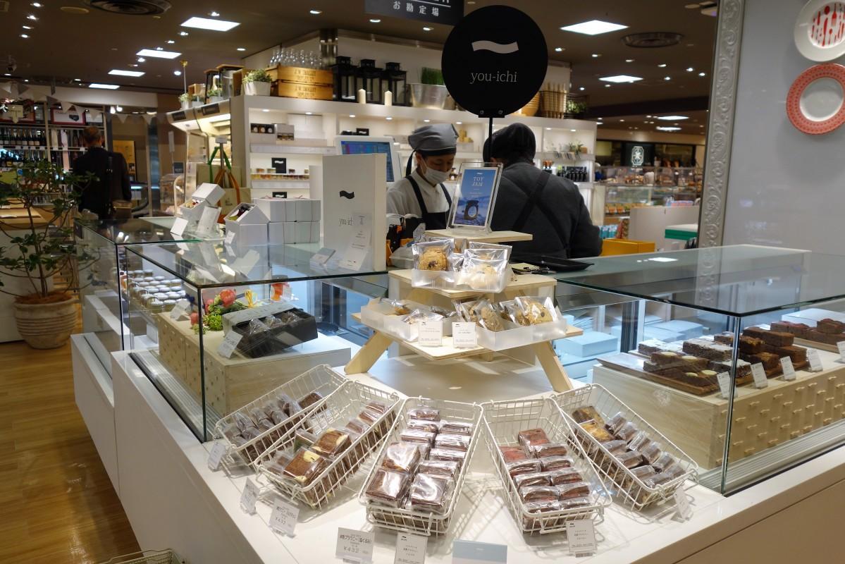 2層のジャムや焼き菓子などを販売するスイーツブランド「You-ichi」の販売コーナー