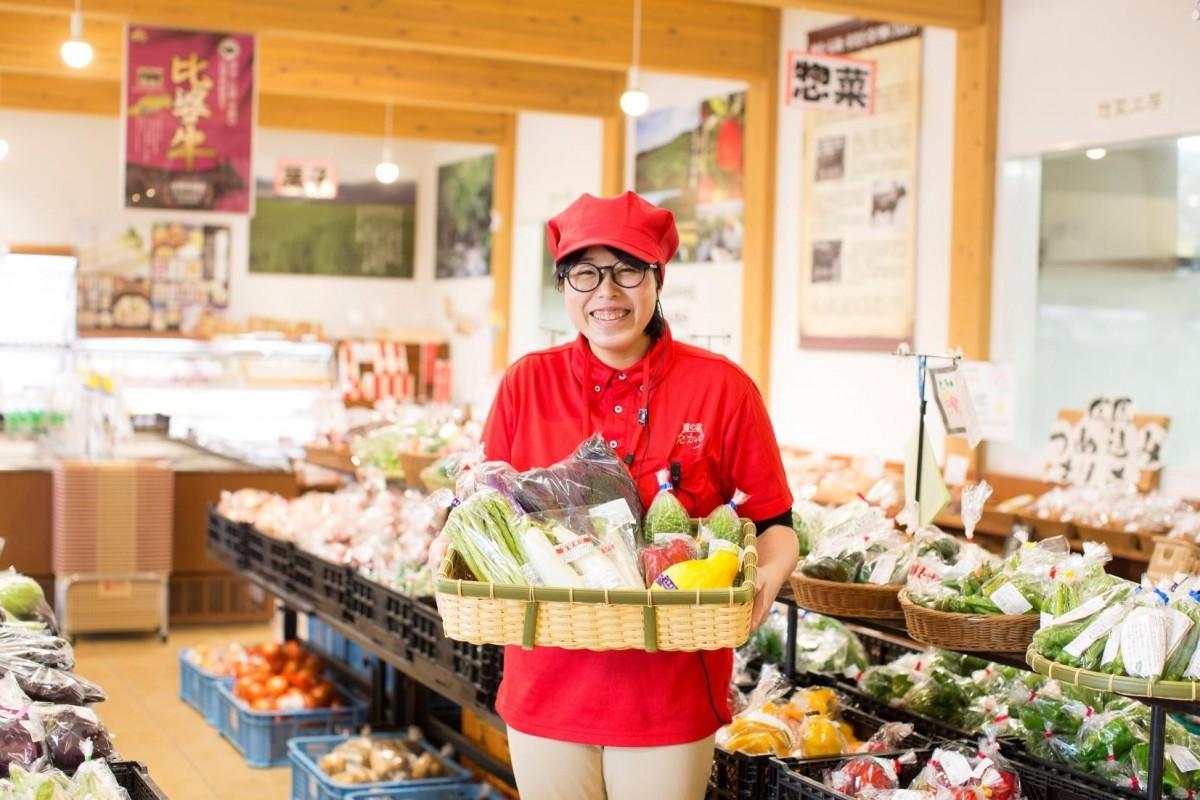 広島駅北口で「道の駅たかの」が新鮮野菜や加工品などを販売するマルシェを開く。写真は「道の駅たかの」店内。