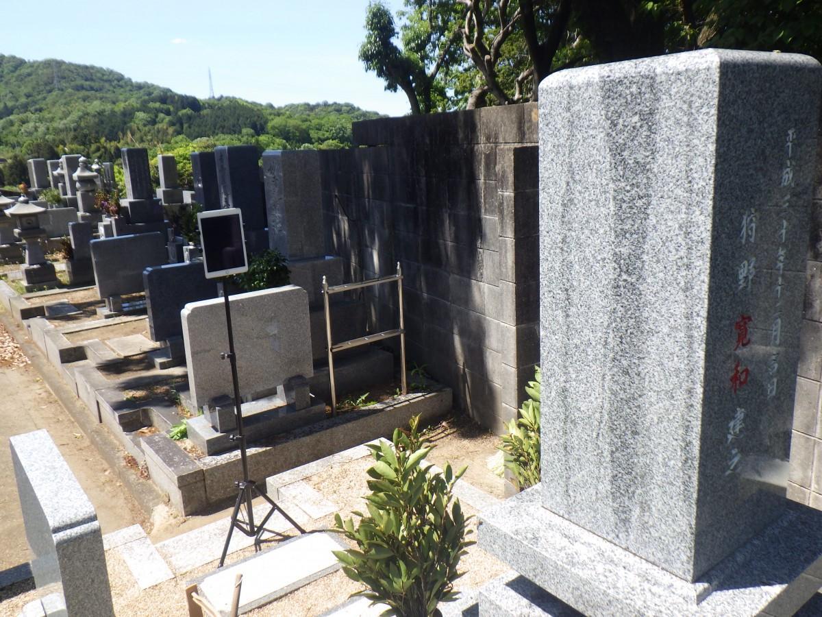 遠方からでも墓参りができる「オンラインお墓参り」サービスのイメージ写真
