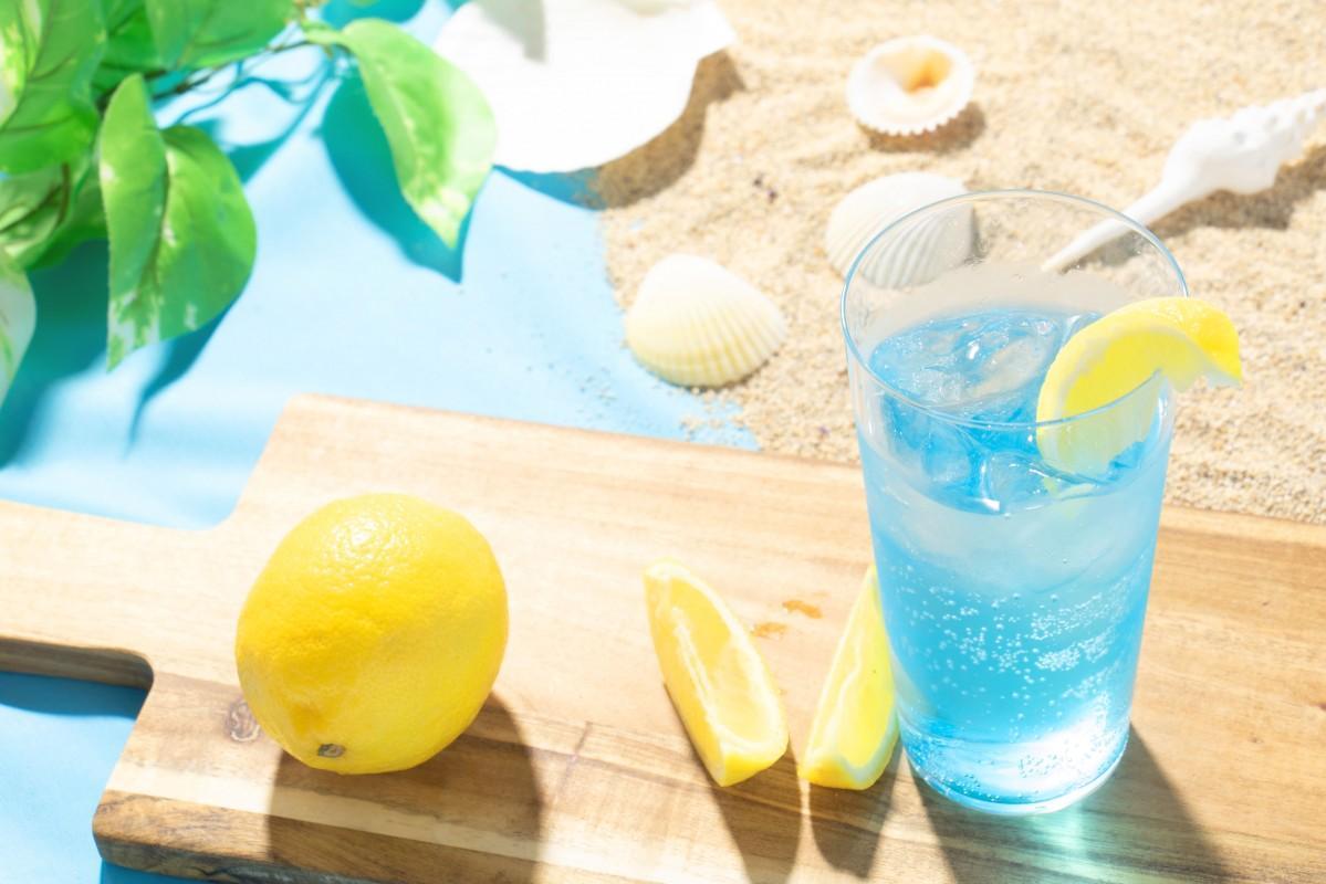 中国醸造が販売を始めた青いレモンサワー