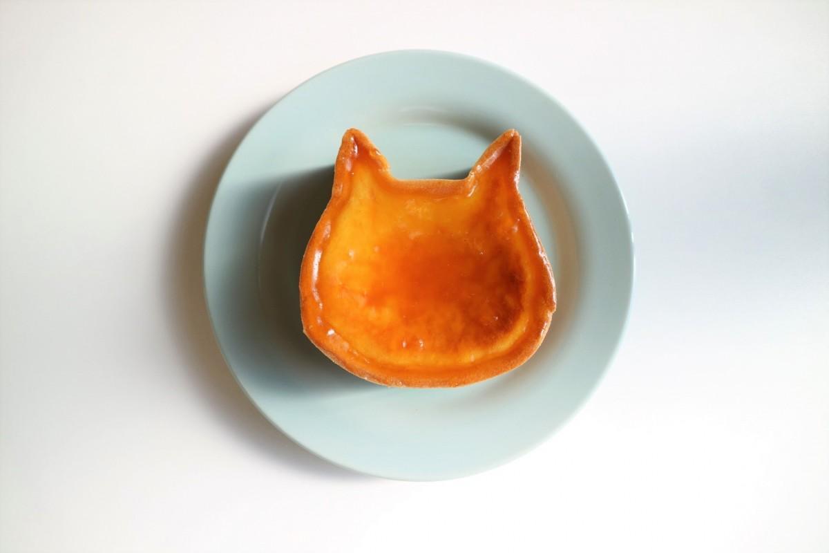 主力商品の「ねこねこチーズケーキ」(1,800円)。ネコ型高級食パンの店「ねこねこ食パン」と同じく、ジ アウトレット広島に出店した。