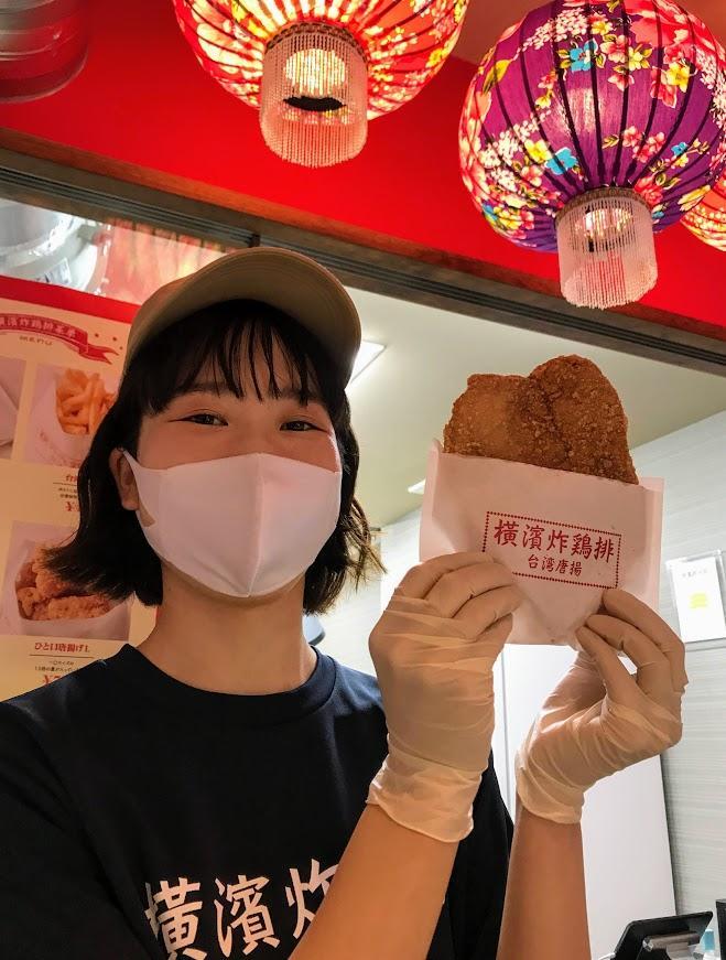 国産鶏むね肉1枚を使った、顔ほどのサイズがある巨大な台湾唐揚げ「炸鶏排」