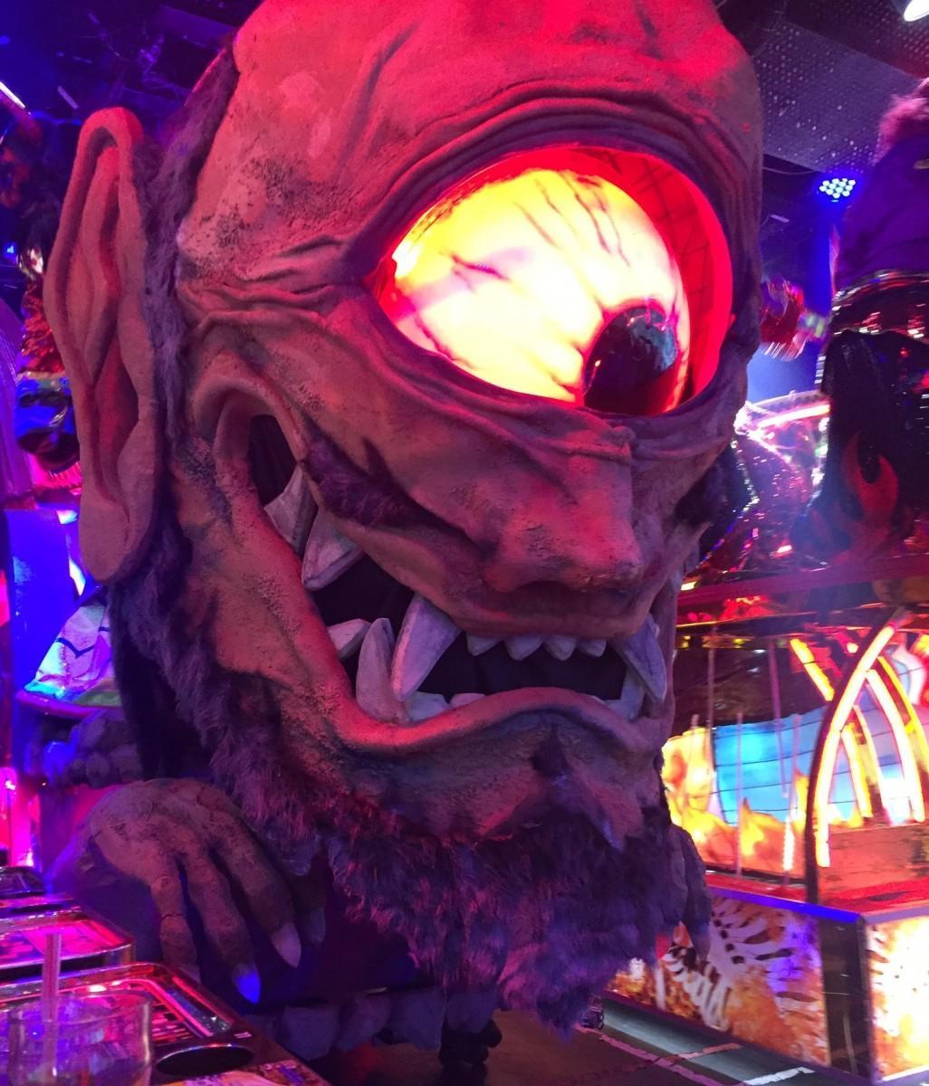 東京・新宿のエンターテインメントレストラン「ロボットレストラン」から参加する妖怪ロボット。話題の妖怪「アマビコ」の原画を唯一所蔵する「三次もののけミュージアム」に登場する