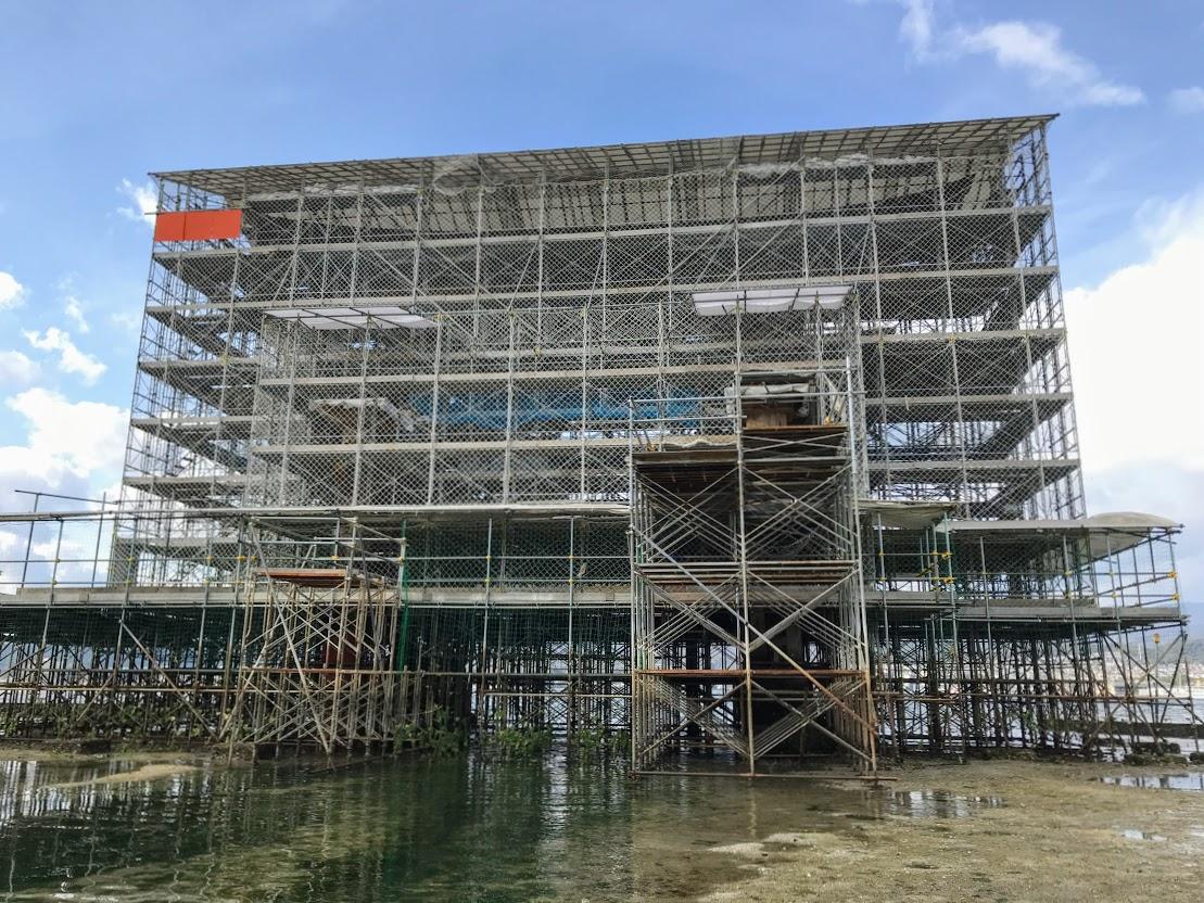 約70年ぶりの大規模改修工事で修復中の厳島神社の「大鳥居」