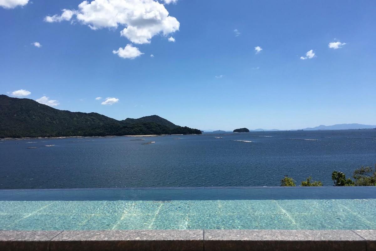 宮島の対岸に位置する宮浜温泉から見た瀬戸内海