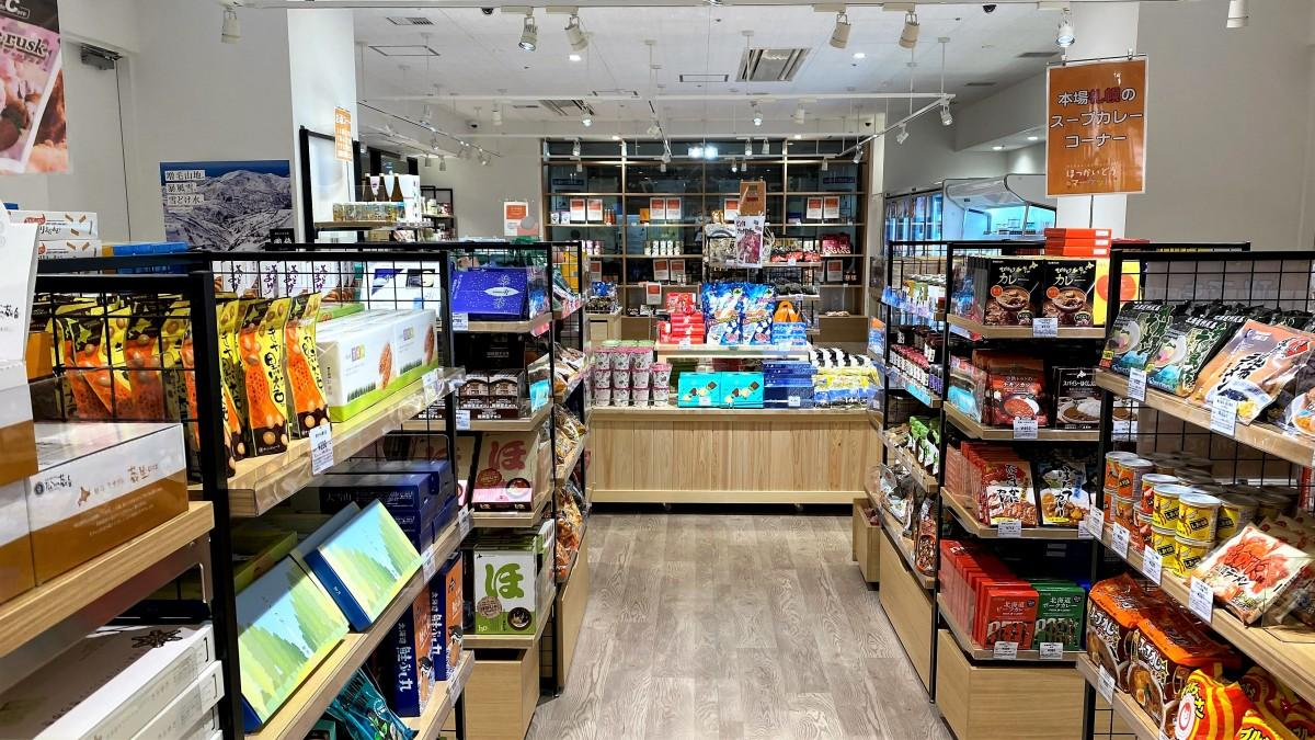北海道の海産物や土産物など600点以上を取り扱うアンテナショップ「ほっかいどうマーケット広島店」店内