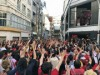 カープがリーグ連覇 広島市内の居酒屋ではビールかけ、路線バス方向幕でもお祝い