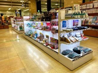 広島駅前の「ジュンク堂書店」にコスメコーナー 広島初、500種類そろえる
