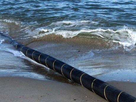 何らかの原因によって切断した光海底ケーブル