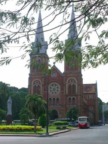 ホーチミン市の聖母マリア教会