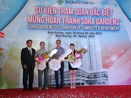 中田泰行社長と代表入居者3 人(ベトナム人、日本人、台湾人)