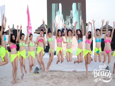 ビーチパーティーに参加者たち ©RSVP