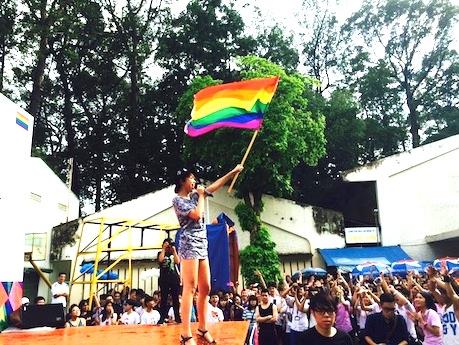 レインボーパレードの参加者たち ©VietPride