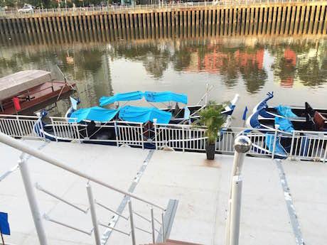 ニュウ・ロック運河で水上観光用の船