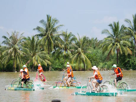 水上自転車  © Lang du lich sinh thai Tre Viet
