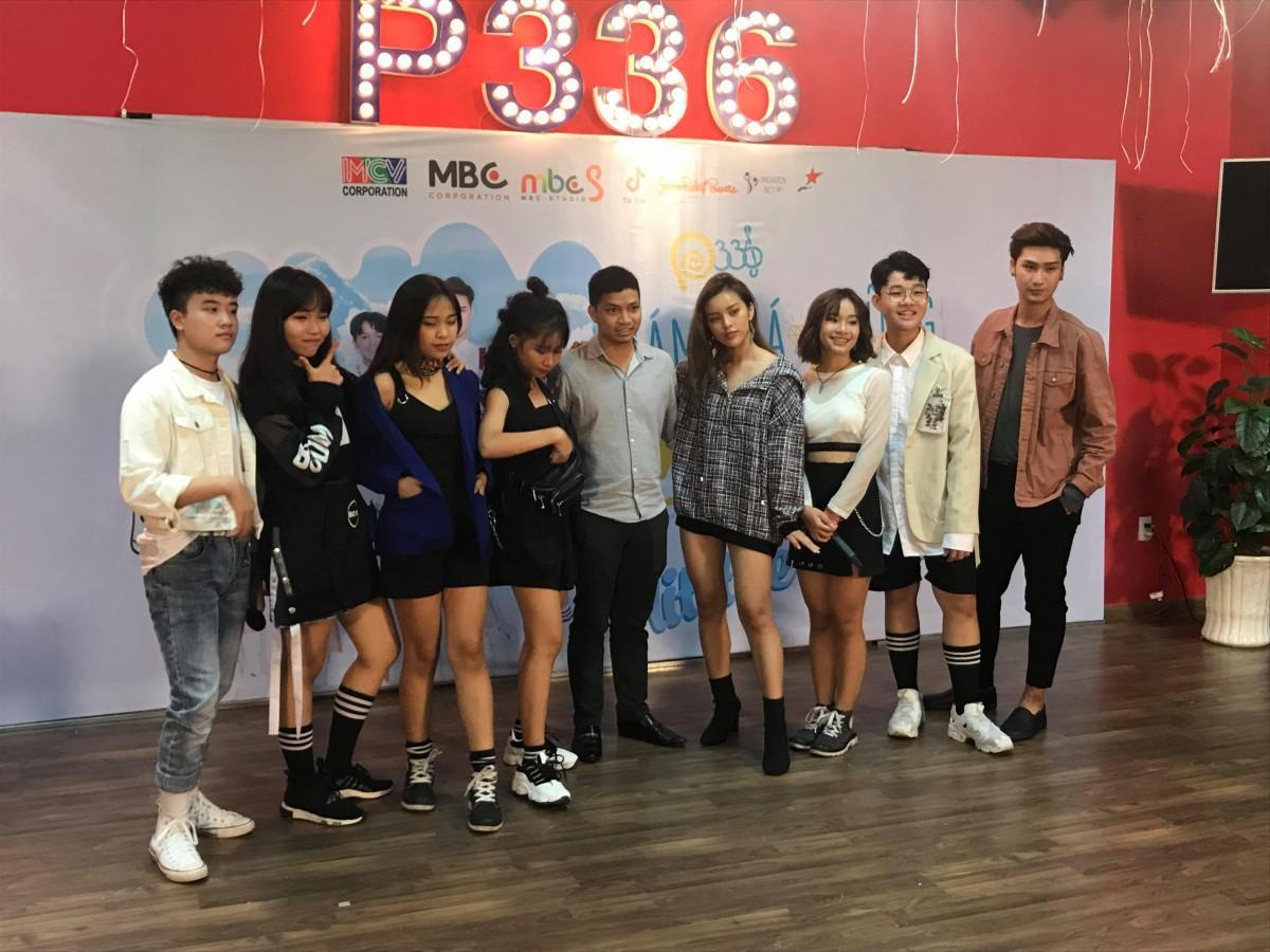 ミュージックビデオ発表会での「P336 BAND」