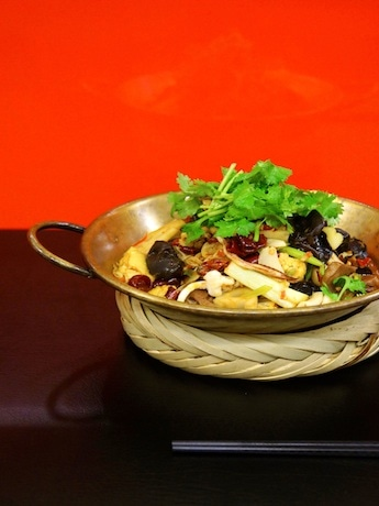人数に合わせて大、中、小と3つのサイズから選べる「蜀香特色冷鍋」