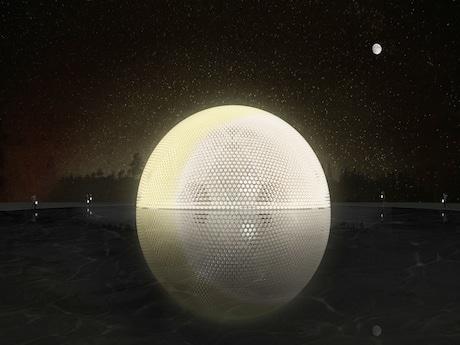 目玉は「悦満中秋」と題された半月ドーム型の巨大ランタン。直径20メートルで高さは10メートル、外壁は廃棄された7000個のペットボトルを再利用(写真:HKTB提供)