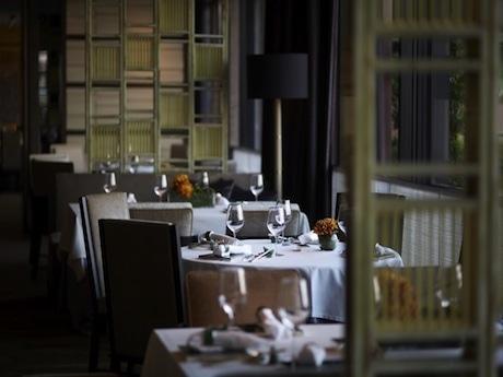 モダンな空間へと改装した中華料理店「ヤントーヒン」