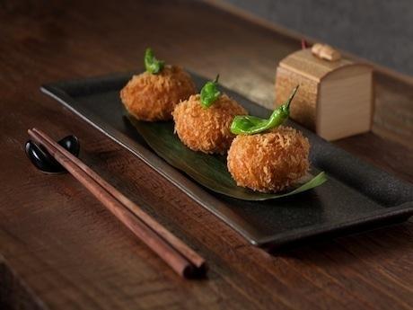 ズワイガニ好きの香港人向けに香港限定で提供する「ズワイガニのコロッケ」