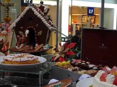数多くのクリスマスケーキを用意し、ジンジャーブレッドハウスなど見た目にもこだわったクリスマスアイテムで構成するポップアップショップ