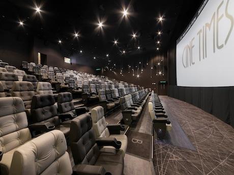 香港銅鑼湾の映画館がリニューアル 革張りシートと高画質デジタル