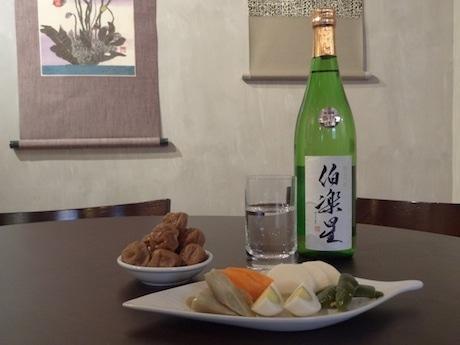 手作りの漬物と梅干を用意する新感覚のバー。熊谷さんの出身地宮城の酒も扱う