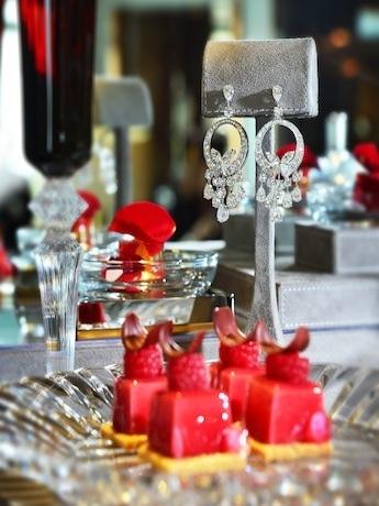 最高級ブランドコラボが生み出す宝石とスイーツの技が光る豪華ハイティー