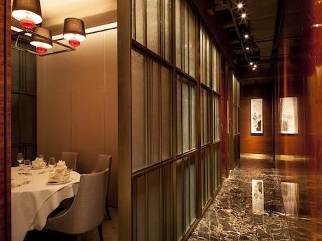 エレベーターホール入口から部屋までの通路は外から他の客が一切入ることができない造りになっている
