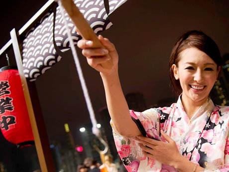 浴衣、酒、餅つき、太鼓、盆踊りなど日本の祭要素を盛り込んだイベントに