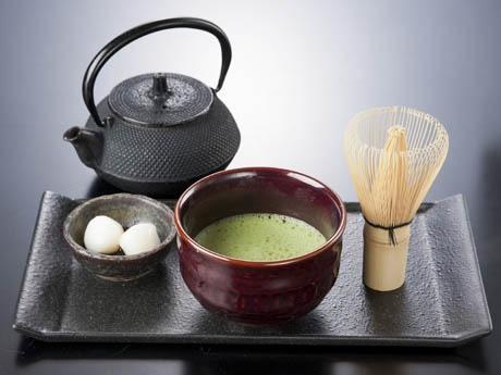 伝統的な抹茶セットも提供し、日本を感じさせる工夫をいたるところに
