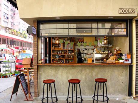 突然路面に佇むおしゃれなカフェ