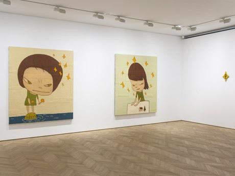 広々としたスペースを使い、奈良さんの作品を展示
